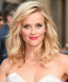 Lovely  Reece  .. love her hair style and color Pretty Hairstyles, Hairstyles With Bangs, Hairstyle Photos, Blonde Hairstyles, Elegant Hairstyles, Reese Witherspoon Hairstyles, Tousled Hair, Wavy Hair, New Hair