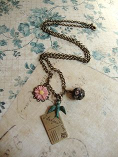 Vintage looking necklace.