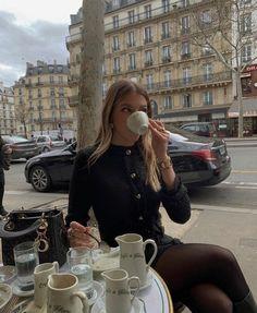 Classy Aesthetic, Aesthetic Girl, Estilo Ivy, Estilo Gossip Girl, Shotting Photo, Old Money, Oui Oui, Parisian Chic, Rich Girl