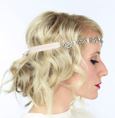 Vintage updos are a go-to for formal occasions or the days when you just want to spice up your casual hairstyles. Looking to the past for new ideas won't leave you empty-handed. We've got twenty elegant updos for you to try out, all inspired by charming hairstyles of previous decades and beauties from the past. …