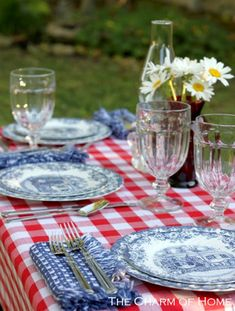 4th of July table setting.