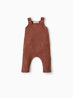 Choose between soft little one jeans, comfortable leggings, strong denim and attractive capri pants. Baby Outfits, Kids Outfits, Baby Girl Fashion, Fashion Kids, Essentiels Mode, Jumpsuit Images, Baby Pants, Baby Kids, Cute Babies