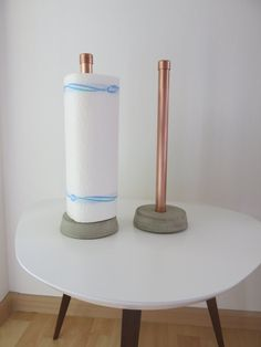 Kitchen roll holder made of concrete and copper