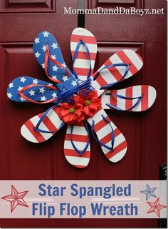 Star Spangled Flip Flop Wreath - Perfect DIY Craft Project for the of July or Memorial Day Patriotic Crafts, Patriotic Wreath, July Crafts, Summer Crafts, 4th Of July Wreath, Patriotic Party, Holiday Wreaths, Holiday Crafts, Holiday Fun