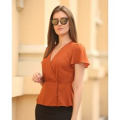 Love style of this top but not the colour Women's Fashion Dresses, Casual Dresses, Casual Outfits, Cute Blouses, Blouses For Women, Blouse Styles, Blouse Designs, Dresses For Apple Shape, Blouse Dress