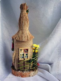 Wine bottle design Would cover the face Wine Bottle Art, Diy Bottle, Wine Bottle Crafts, Jute Crafts, Diy And Crafts, Bottle House, Jar Art, Plastic Bottle Crafts, Altered Bottles