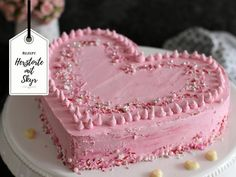 Schnelle Herztorte für den Valentinstag / Muttertag mit fettarmer Skyr-Creme I'll give you my heart. How could this be said better than with a heart cake for Valentine's Day or Mother's Day? High Protein Recipes, Protein Foods, Low Carb Recipes, Mediterranean Recipes, Cake Cookies, Sweet Recipes, Mousse, Valentines Day, Bakery