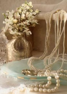 Pearl Love, Pearl And Lace, Just Girly Things, Pearl Jewelry, Vintage Jewelry, Pearl Necklaces, Fru Fru, String Of Pearls, Lady Grey