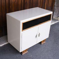 Mobiletto originale anni '60 in legno, rivisitato in color tortora NDN https://www.etsy.com/it/listing/238742147/mobiletto-anni-60?ref=shop_home_active_5