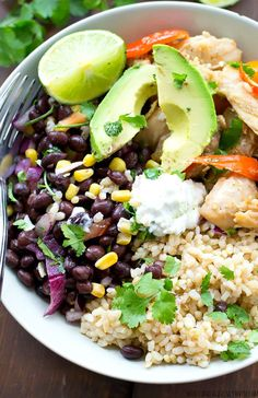 Com/Eat/Grain-Bowl-Recipes-Healthy-Dinner-Ideas healthy chicken . Healthy Desayunos, Healthy Grains, Healthy Snacks, Healthy Eating, Healthy Chicken Dinner, Healthy Dinner Recipes, Mexican Food Recipes, Fresh Salsa Recipe, Clean Eating