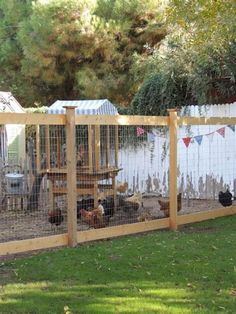 More ideas for our chickens and the garden layout. Maybe this kind of fencing would work to split the yard. garden/chickens and coop grass for the kids to play. Backyard Farming, Backyard Fences, Chickens Backyard, Yard Fencing, Garden Fences, Chicken Fence, Chicken Runs, Chicken Coops, Chicken Lady