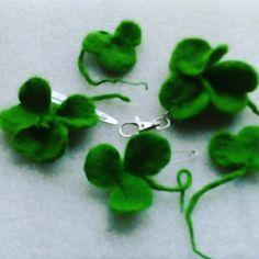 30 % off Hand made Shamrock: 2 hair +keys for Patrick Day Flower Brooch, Felt Flowers, Etsy Vintage, Hair Pins, Keys, Handmade Items, Sewing, Pink, Gifts