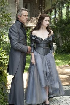 zoey deutch jeremy irons beautiful creatures