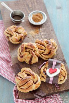 Cinnamon knots