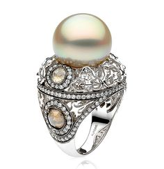 """AUTORE Venezia """"Fer Forgé"""" ring in white gold with a South Sea pearl, with white diamonds and rustic diamonds."""