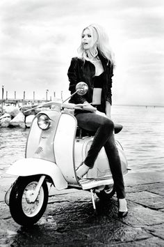 Claudia Schiffer, looking very gorgeous and like Brigitte Bardot, shines in the Guess 30th Anniversary ad campaign. Photographed by Ellen Von Unwerth.