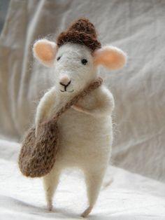 needle felted mouse http://media-cache3.pinterest.com/upload/203858320602698109_G6UGglOO_f.jpg ainesk little mice