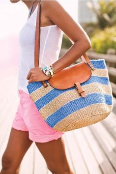 This summer wear the straw bag with style Summer Of Love, Summer Wear, Spring Summer Fashion, Summer Outfits, Casual Outfits, Summer Breeze, Style Summer, Summer Shorts, Summer Clothes