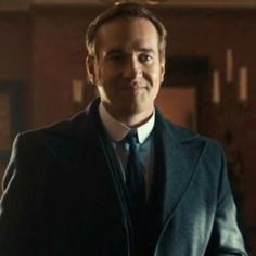 The smile of Edmund Reid. Gaah!♥ Matthew Macfadyen #RipperStreet