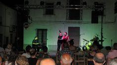 """Eva i Fun Jazz a Gaianes, al primer dels tres concerts que la Mancomunitat de l'Alcoià i el Comtat ens havia contractat dins de la 2a edició de """"Jazz amb la Manco"""", una esplèndida iniciativa per la qual es pretén portar el jazz a pobles grans i petits d'aquestes comarques centrals del nostre país.  Gaianes té al voltant de 450 habitants. La Plaça Major va escoltar en un relatiu silenci el nostre repertori, un silenci que trencaven de tant en tant els xiquets que hi van assistir (26-8-2014)"""