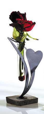 Single Rose Heart Stand from Colonial House of Flowers | Statesboro Valentine Florist