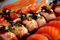 saki salmon sushi