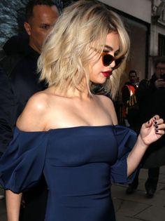 Pinterest: DEBORAHPRAHA ♥️ Selena Gomez short hair cut and blonde hair color