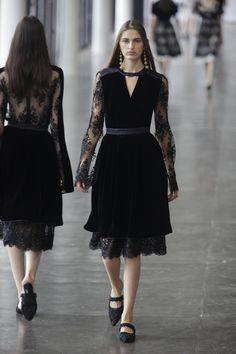 Inverno 2016 de Reinaldo Lourenço tem mood lusitano - Vogue | Desfiles