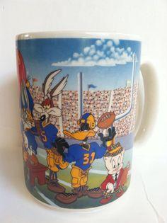 1993 Warner Bros Looney Tunes Sports Football Tweety Bird Bugs Bunny Coffee Mug