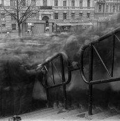 "Alexey Titarenko ""City of Shadows"", image de la foule en pose longue Exposure Photography, Urban Photography, Street Photography, Slow Shutter Speed Photography, Bulb Photography, Creepy Photography, Photography Tutorials, Photography Ideas, Alexey Titarenko"