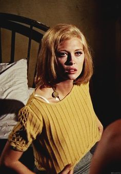 """Faye Dunaway as Bonnie Parker in """"Bonnie and Clyde"""" directed by Arthur Penn. Bonnie Parker, Bonnie Clyde, Classic Actresses, Hollywood Actresses, Beautiful Actresses, Faye Dunaway, Happy Woman Day, Happy Women, Actor Studio"""