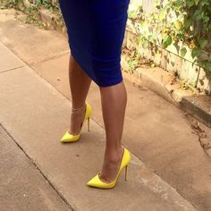 Jenny: yellow pumps, anklet,  toe cleavage, and great legs #highheelslegs