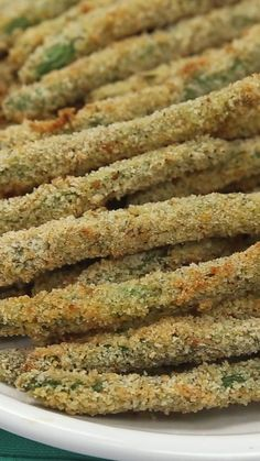 Baked Green Bean Fries Looking for easy green bean recipes? These crispy green bean fries are quick to make with very few Easy Green Bean Recipes, Vegetable Recipes, Vegetarian Recipes, Cooking Recipes, Healthy Recipes, Vegetarian Dinners, Healthy Food, Crispy Green Beans, Baked Green Beans