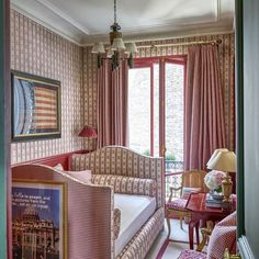 Small Bedroom Design for Girl. Small Bedroom Design for Girl. 20 Gorgeous Small Bedroom Ideas that Boost Your Freedom Bedroom Red, Woman Bedroom, Small Room Bedroom, Small Rooms, Home Decor Bedroom, Tiny Bedrooms, Bedroom Ideas, Paris Bedroom, Master Bedroom
