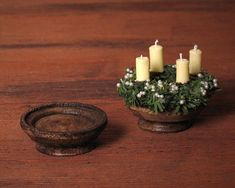 The miniature wooden bowl with base in dollhouse scale 1:12 fits to every dollhouse or fairy garden. The handmade wooden bowl is painted in nut brown. It can be filled with fruits or nuts. It is also a great stand for a cake, Advent wreath or candles. Measurements: Diameter: 3 cm / 1.18