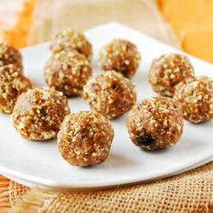 Pumpkin Spice Protein Balls - VEGAN, just 4 ingredients!