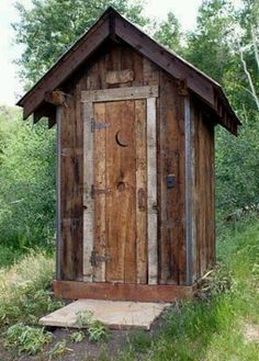 Outhouse? Looks like a chicken coop to me. Ok i have chickens !!