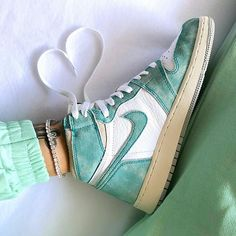 Air Jordan 1 High Turbo Green 555088-311 Nike Fashion, Sneakers Fashion, Fashion Shoes, Women's Fashion, Fashion Outfits, Retro Sneakers, Sneakers Nike, Latest Jordans, Nike Air Jordans