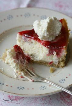 Cranachan Cheesecake, a fun and modern way to enjoy this traditionally Scottish dessert by larder love Scottish Desserts, Scottish Dishes, Scottish Recipes, Irish Recipes, Sweet Recipes, Irish Desserts, Outlander Recipes, English Food, Cheesecake Recipes