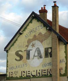 Des signes sur les murs: La Star des aliments. Vintage Advertisements, Vintage Ads, Vintage Signs, Fosse Commune, Barn Art, Building Art, Roadside Attractions, Old Signs, Old Ads