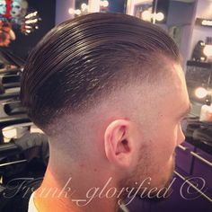 Low contour with huge disconnected throwback. @mbusbridge thanks for dropping by #throwback #disconnected #pomp #pompadour #layrite #propercut #barbering #barbergang #barberlife #barberswag #barberstyle #barberskills #vintagebarbering #clipper #classicbarbering #mensfashion #fade #pomade #swag #mattneedstotanhishead