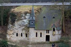 Visiting the Chapel of Saint-Quirin, Luxembourg City: ancient church building cleft in the rock Abandoned Churches, Old Churches, Interesting Buildings, Unusual Buildings, World Geography, Saint Michel, Church Architecture, Amazing Architecture, Cathedral Church