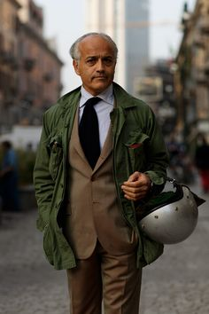 Military jackets seem to be preferred over Barbour coats by the Italians.