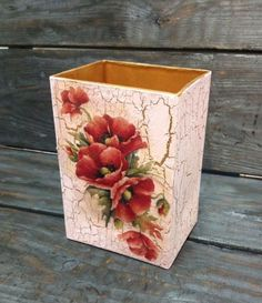 Papelera o cosas para meter cosas Decoupage Glass, Decoupage Box, Decoupage Vintage, Vintage Crafts, Tole Painting, Painting On Wood, Wallpaper Crafts, Face Painting Tutorials, Mural Art