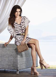 Fotos campanhas sapatos femininos - Google Search