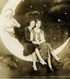 i love finding these old photos! and these paper moon setups are awesome! i need to find me one of these sets. :-)