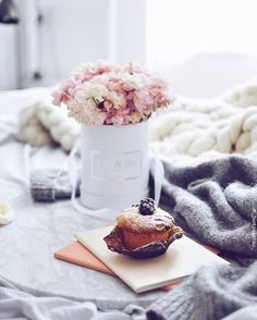 Uploaded by Find images and videos on We Heart It - the app to get lost in what you love. Happy Sunday Everyone, Artsy Photos, Coffee Dessert, Relaxing Day, Coffee And Books, Christmas Mood, Coffee Cozy, Breakfast Time, Food Design
