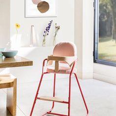 Chaise haute bébé design Charlie crane ! Existe en 3 coloris corail, bleu et blanc. En vente sur http://www.range-ta-chambre.com