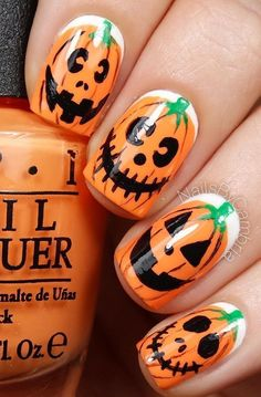 Great for Halloween. Are you looking for easy Halloween nail art designs for October for Halloween party? See our collection full of easy Halloween nail art designs ideas and get inspired! Yeux Halloween, Halloween Kunst, Nail Art Halloween, Looks Halloween, Halloween Nail Designs, Holiday Nail Art, Fall Nail Art, Autumn Nails, Easy Halloween