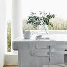 Vintage Washed Linen Tablecloth | The White Company. Shopping from the US? -> http://us.thewhitecompany.com/Home-%26-Bath/Table-Linen-and-Accessories/Vintage-Washed-Linen-Tablecloth/p/TXHVT?swatch=White